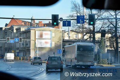 Wałbrzych: Policjanci szczególnym nadzorem objęli skrzyżowania z sygnalizacją świetlną