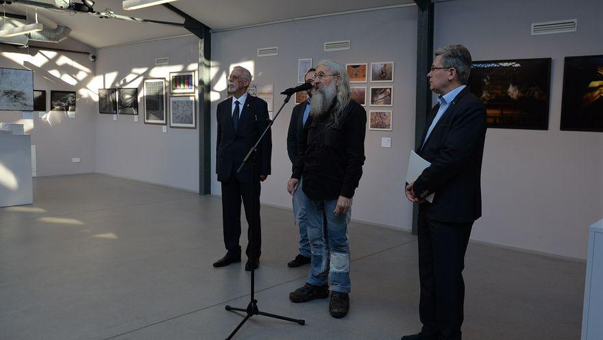 """Wałbrzych: Wernisaż wystawy  """"Wobec miejsca i czasu VI"""""""