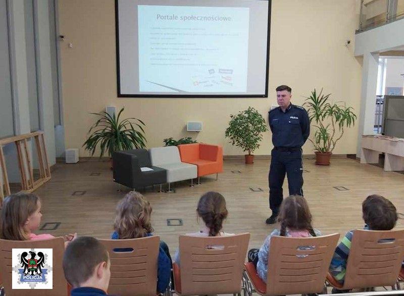 Wałbrzych: Pouczał dzieci i seniorów