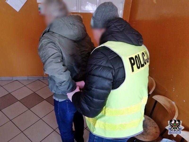 Wałbrzych/powiat wałbrzyski: Zdemolował rondo
