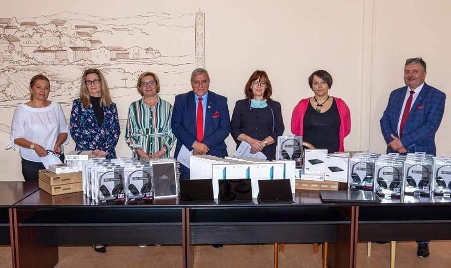 REGION, Gmina Mieroszów: Przekazali laptopy