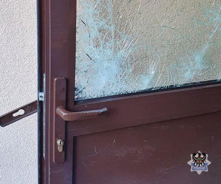 Wałbrzych: Zdemolował drzwi