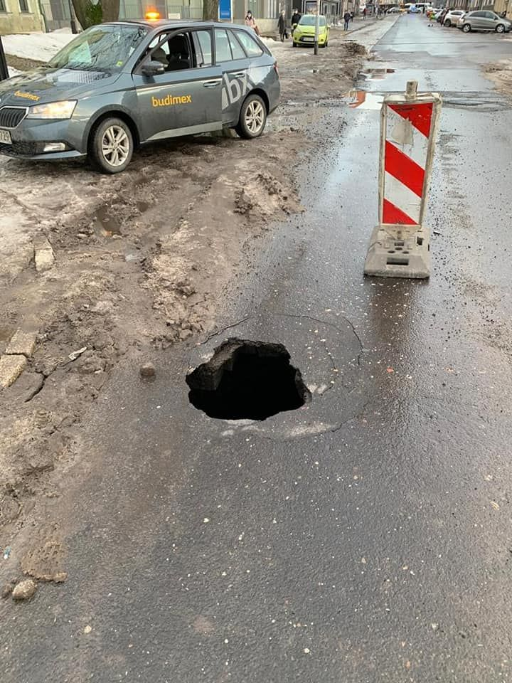 Wałbrzych: Asfalt się zapadł