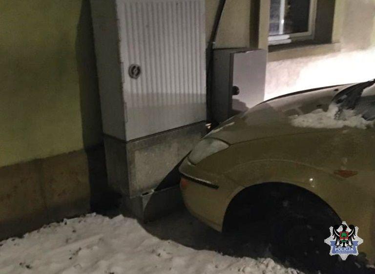 Wałbrzych/powiat wałbrzyski: Zatrzymał się na budynku