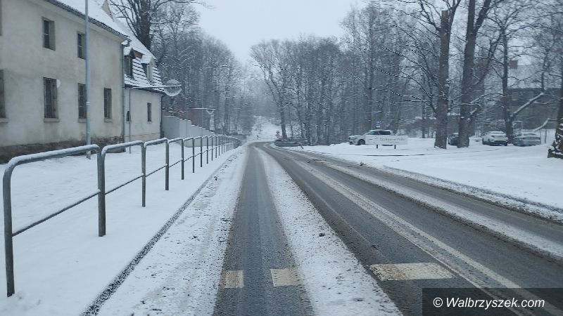 Wałbrzych: Zima zaskoczyła drogowców