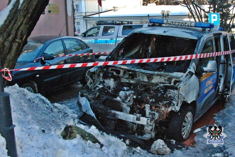 REGION, Szczawno-Zdrój: Z nożem na policjantów