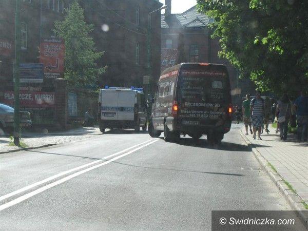 Świdnica: Płonące auto na Armii Krajowej