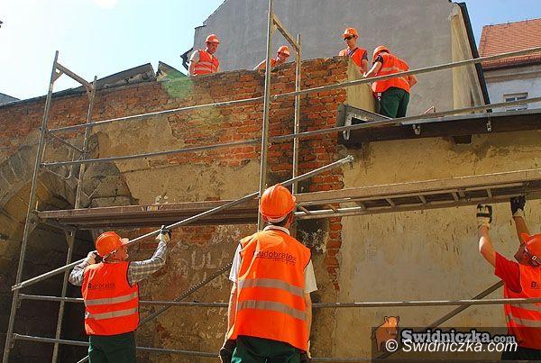 Świdnica: Pełną parą ruszyła odbudowa ratuszowej wieży