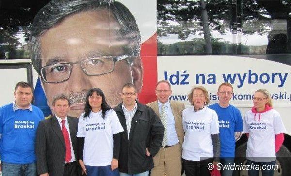 powiat świdnicki/Warszawa: Błękitni agitują za Bronisławem Komorowskim
