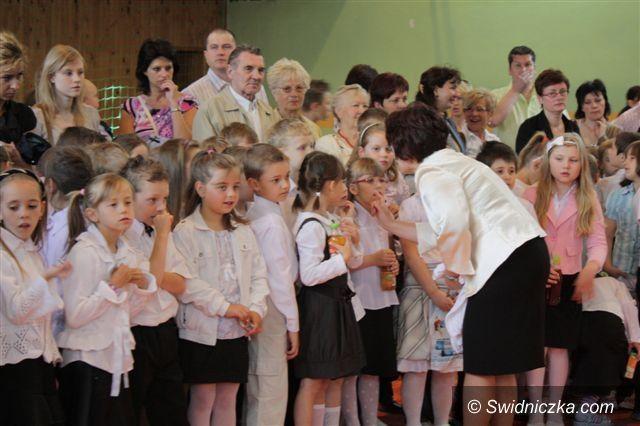 powiat świdnicki: Prymusi odbierają nagrody