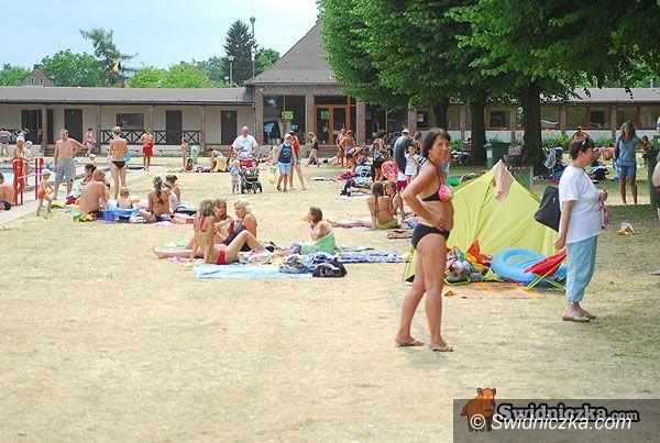 powiat świdnicki: Lato w pełni – szukając ochłody skaczemy do wody