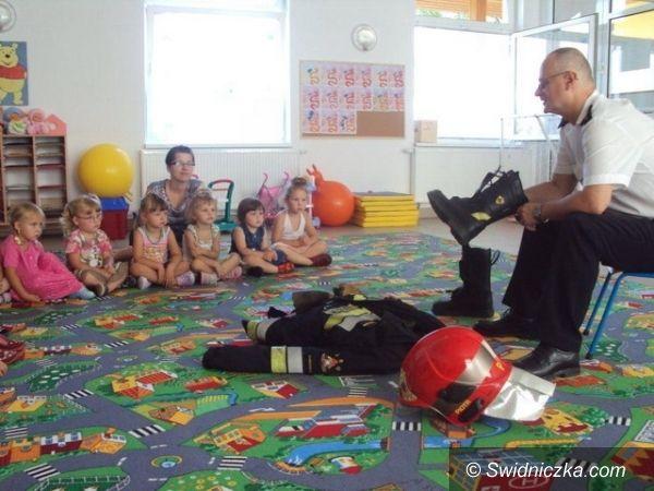 Dzierzków: Strażak odwiedził przedszkolaków
