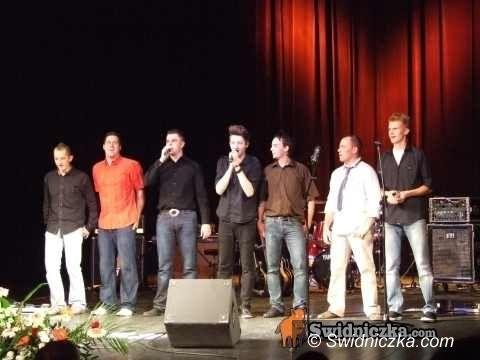 Świdnica: Konwencja Wspólnoty: program, ludzie, śpiewy, ciasta i… casting na kandydata