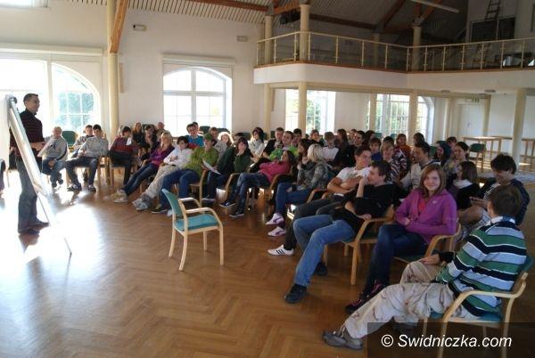Krzyżowa: Wrocławianie uczą świdniczan młodej demokracji