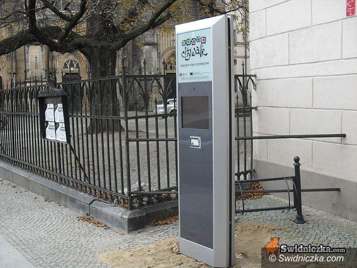 Świdnica: Turyści będą Świdnicę zwiedzać ze słuchawkami – infokioski już stoją