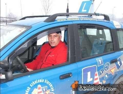 Świdnica: Kurs na prawo jazdy wylosowany – Pani Teresa rusza z Mikarem po prawko