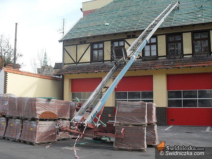 Świdnica: Strażacy pod nowym dachem