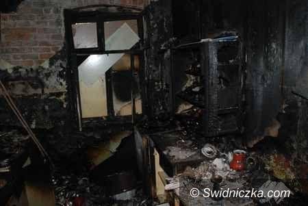 Świebodzice: Policjant wyciągnął z płonącego mieszkania siedemdziesięciolatka