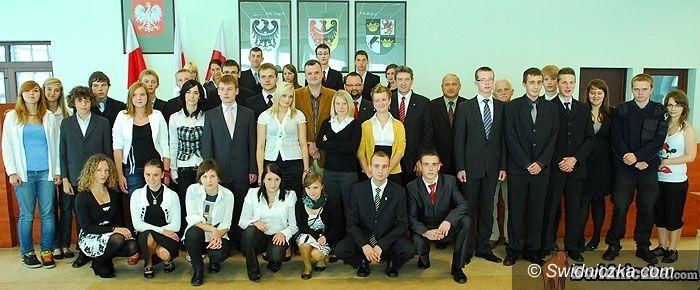 Świdnica: Politycy z młodzieżowymi radnymi zagrają dla Mai
