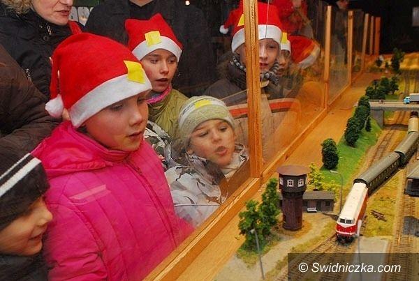 Jaworzyna Śląska: Ośmiu Mikołajów przyjedzie parowozem do jaworzyńskiego skansenu