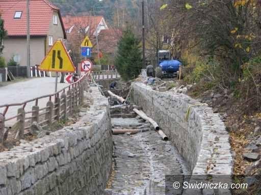 gmina Marcinowice: Udrażniają rzeczki i strumyki