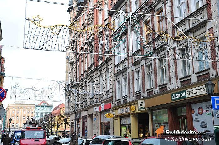 Świdnica: Świetlny anioł na Łukowej, miasto szykuje się na święta