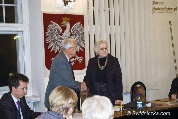 Świebodzice: Dwudniowa sesja w Świebodzicach, ostatecznie Elżbieta Horodecka przewodniczącą