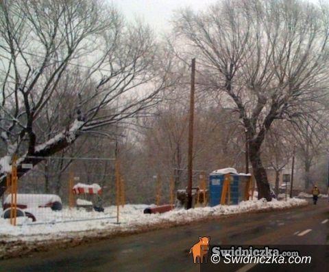 Świdnica: Śnieg sypie, a drogowcy pracują