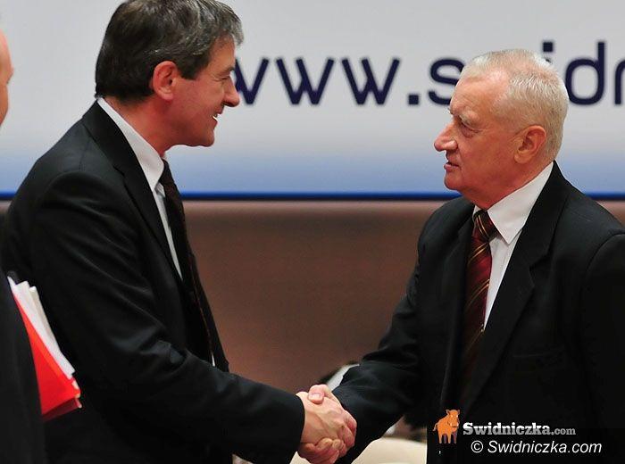 Świdnica: Sporna minuta ciszy i prezydent z pensją – 12340 zł brutto miesięcznie
