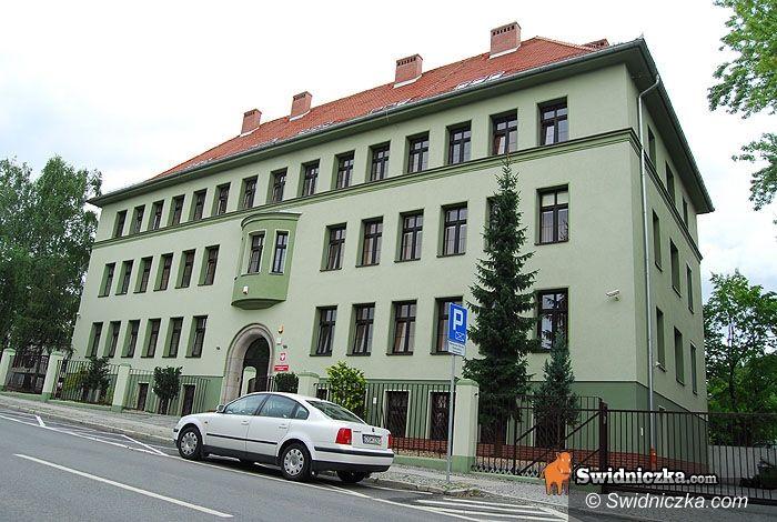 Świdnica: Trwa obława za uciekinierem z prokuratury