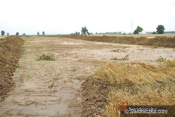 powiat świdnicki: Do autostrady po betonie