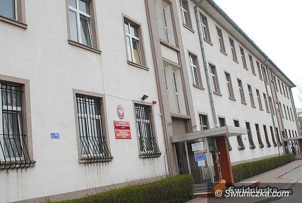powiat świdnicki: Skarbówka szykuje się na oblężenie przez podatników