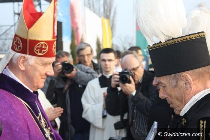 Wałbrzych/diecezja świdnicka: Wierni modlili się na Mszy Papieskiej w Wałbrzychu