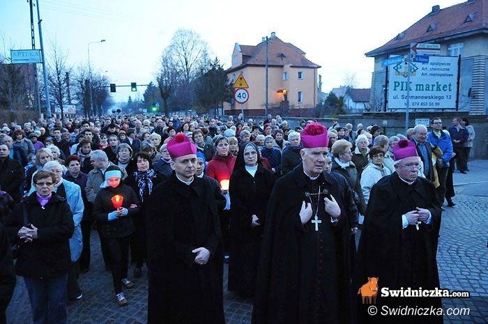 Świebodzice: Droga Krzyżowa ulicami Świebodzic