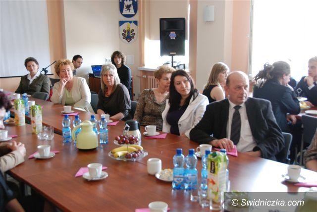 Świdnica: Pracownicy szpitala, pogotowia i sanepidu świętowali