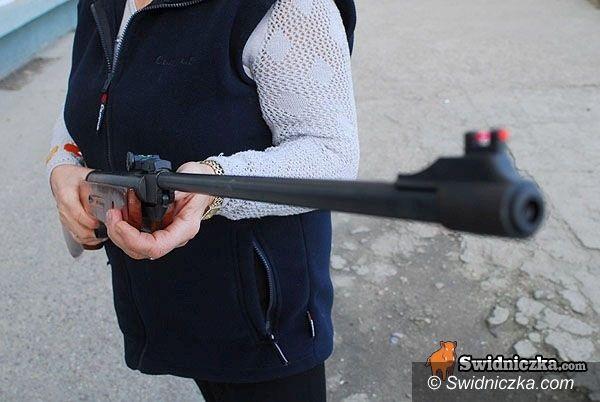 Świebodzice: Młoda kobieta postrzelona w Świebodzicach