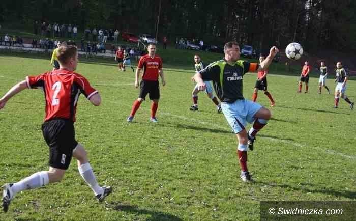 piłkarska okręgówka i klasa A: Okręgówka i klasa A: Na boisko wybiegli dziś tylko piłkarze Wierzbianki i Venusa