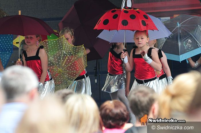 Świdnica: Pod eskortą i na sygnale wjechali do Rynku – Jubilat świętuje 35–lecie [FOTO, VIDEO]