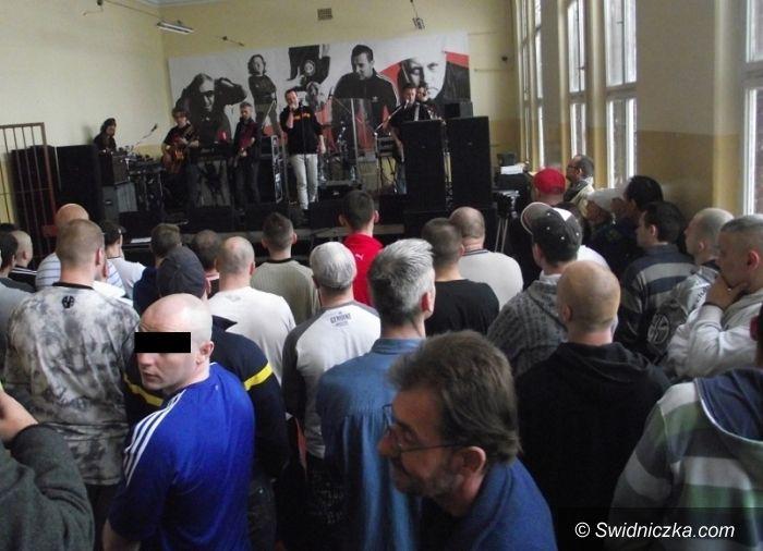Świdnica/Pieszyce: Więźniowie dzieciom – w świdnickim areszcie zbierano na dzieci z Domu Dziecka