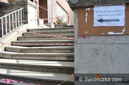 Świdnica: Po schodach do szkoły