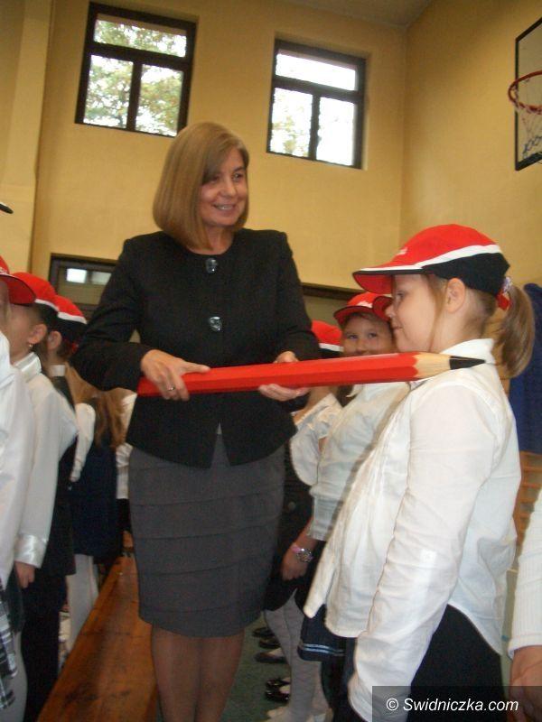 Świdnica: Pasowanie na uczniów w Szkole Podstawowej nr 105