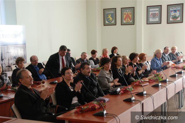 powiat świdnicki: Starosta wyróżnił dyrektorów i nauczycieli