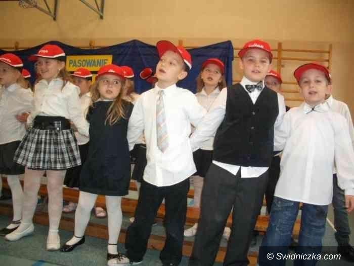 Świdnica: Pasowanie na ucznia przy nowym placu zabaw