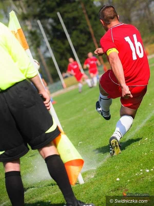 IV-liga piłkarska: W pojedynku beniaminków lepszy AKS