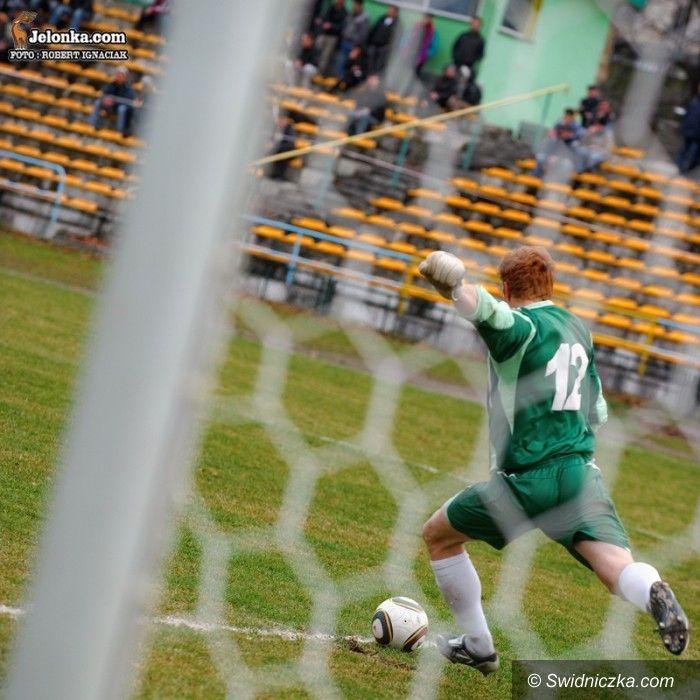 IV-liga piłkarska: Ogromny ścisk w dolnych rejonach tabeli