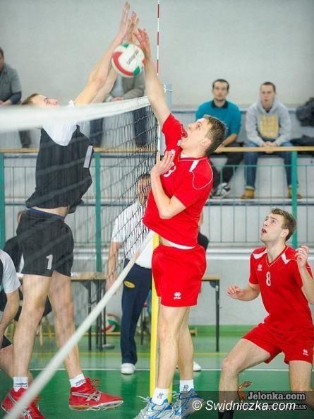III-liga siatkarzy: W Legnicy powalczyli, u siebie przegrali w trzech setach