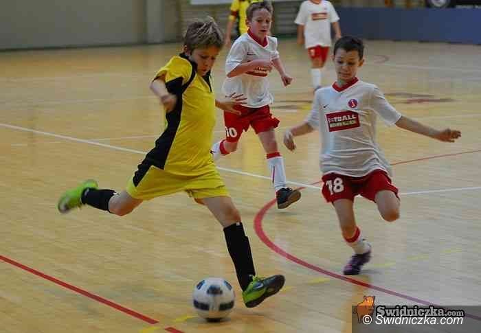 Świdnica: Młodzi piłkarze Gryfa wygrywają po rzutach karnych