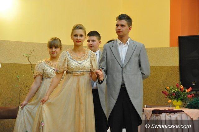 Gmina Świdnica: Balet w Mokrzeszowie czyli kobieta, wino i śpiew