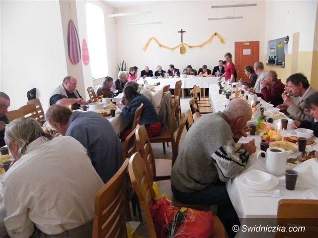 Świebodzice: Śniadanie wielkanocne i paczki dla potrzebujących