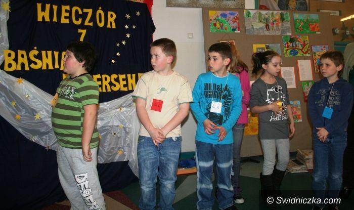Świdnica: Wieczór z Baśniami Andersena w Szkole Podstawowej nr 1